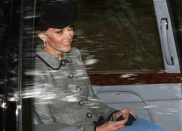 Что Кейт Миддлтон, Меган Маркл и Елизавета II берут с собой в дорогу?