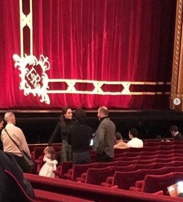 Кейт Миддлтон и Шарлотта по секрету поехали в Королевскую оперу