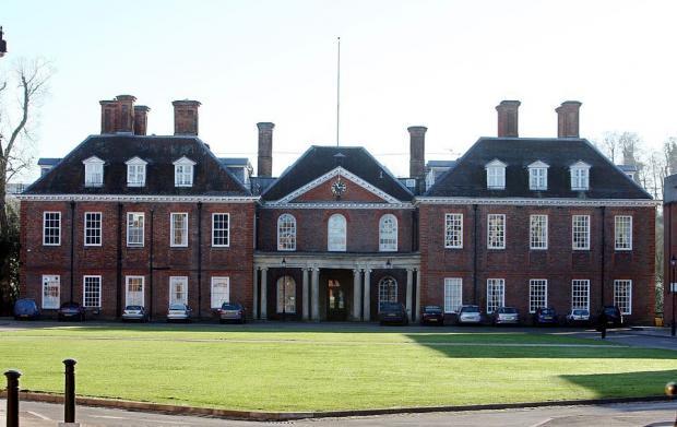 Принц Уильям и Кейт Миддлтон размышляют, где будет учиться принц Джордж