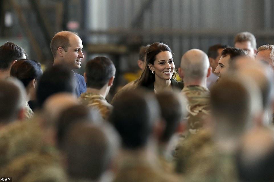 Принц Уильям и Кейт Миддлтон побывали на военной авиабазе Кипра