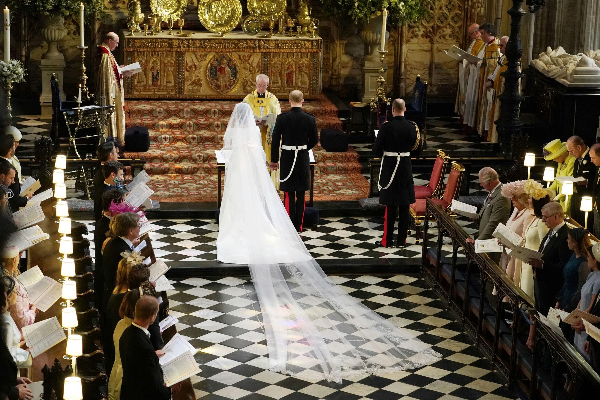 Анна Винтур высказалась о свадебном платье Меган Маркл