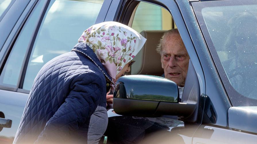 Муж королевы Елизаветы II попал в автомобильную аварию