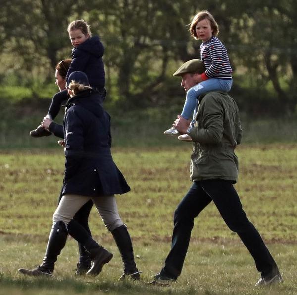 Кейт Миддлтон с мужем и детьми выбрались на природу