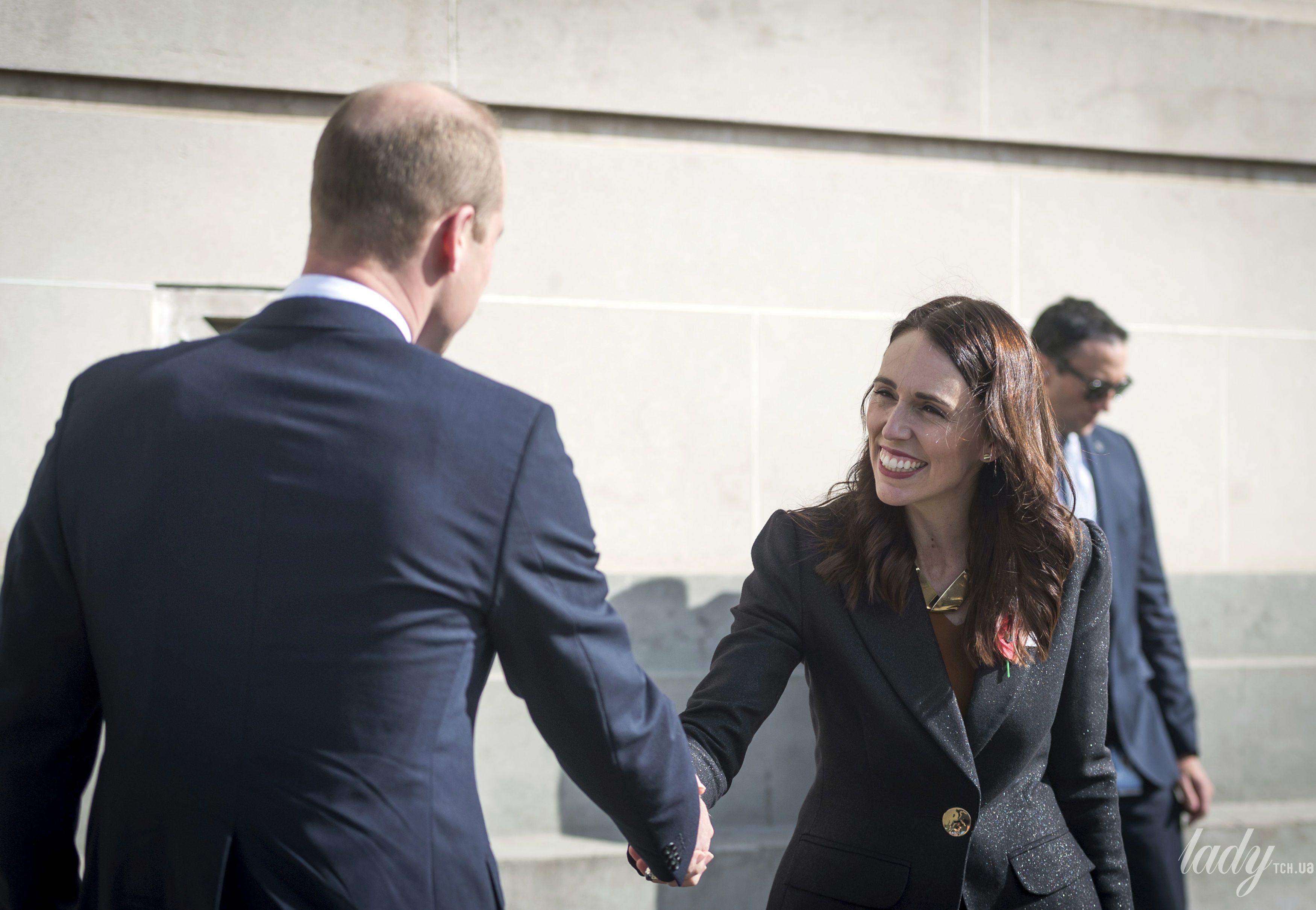 Муж Кейт Миддлтон приветствовал Джасинду Ардерн в Новой Зеландии на местный манер