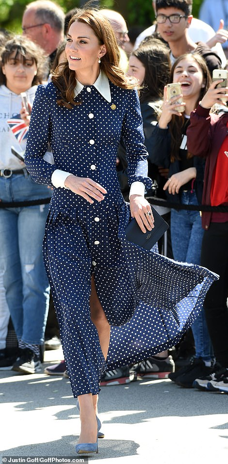 Кейт Миддлтон в весеннем платье посетила особняк Блетчли-парк