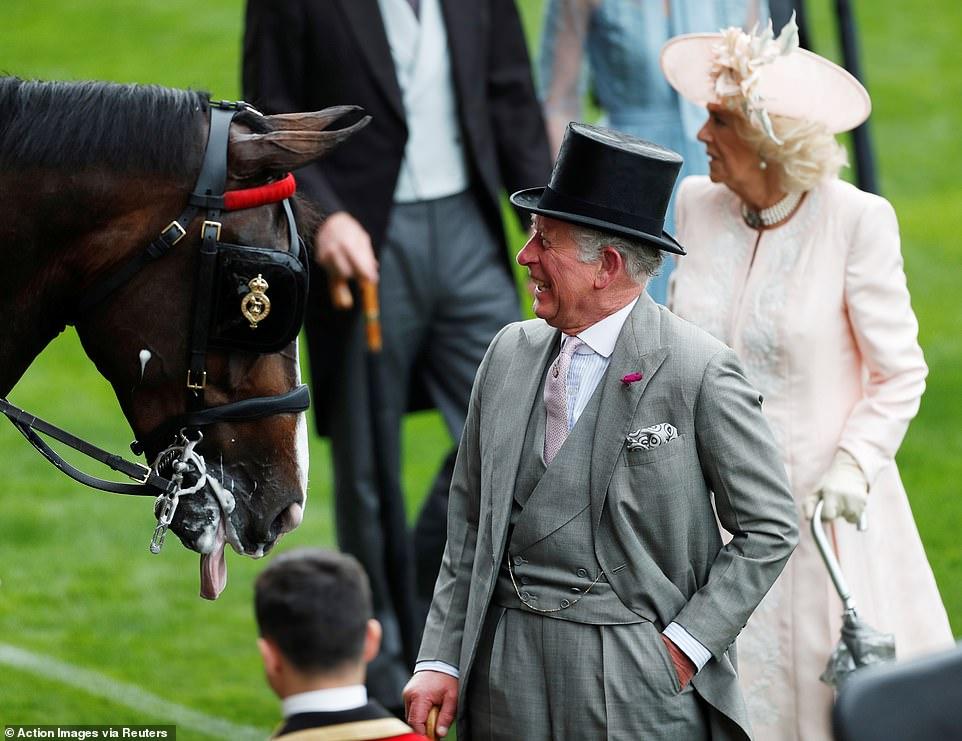 Елизавета II, Кейт Миддлтон, принц Чарльз и другие на Королевских скачках Аскот