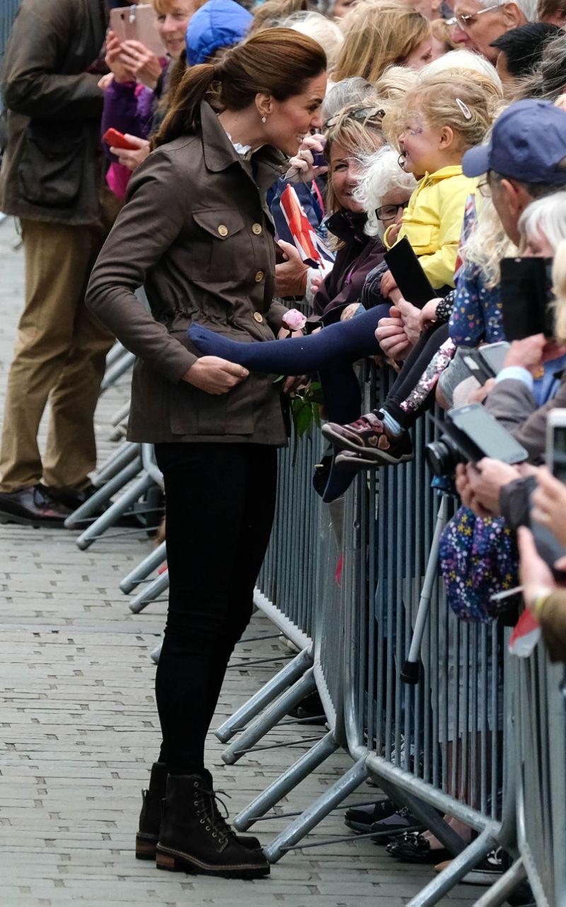 Кейт Миддлтон в стиле casual приехала в графство Камбрия