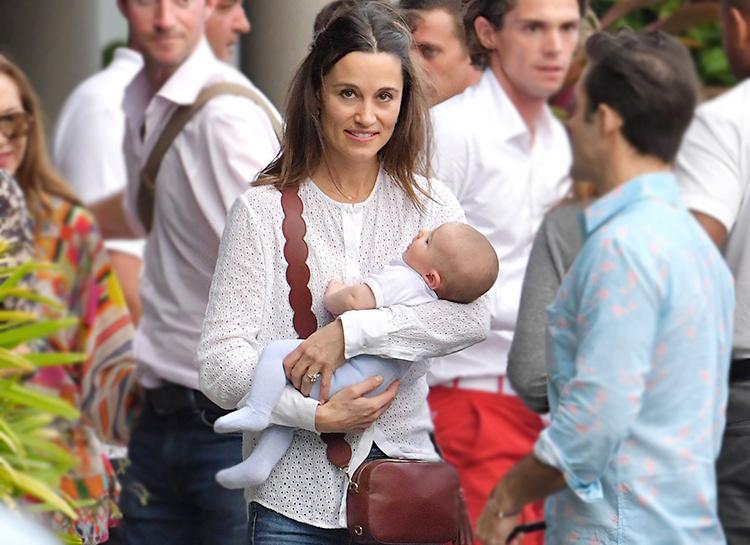 Сестра Кейт Миддлтон приучает своего сына к детской йоге