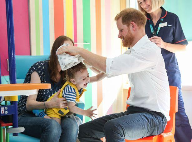 По следам мамы. Принц Гарри посетил больницу, где 30 лет назад побывала принцесса Диана