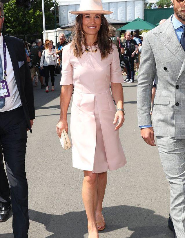 Сестра Кейт Миддлтон в стильном платье и шляпке показалась на Уимблдоне
