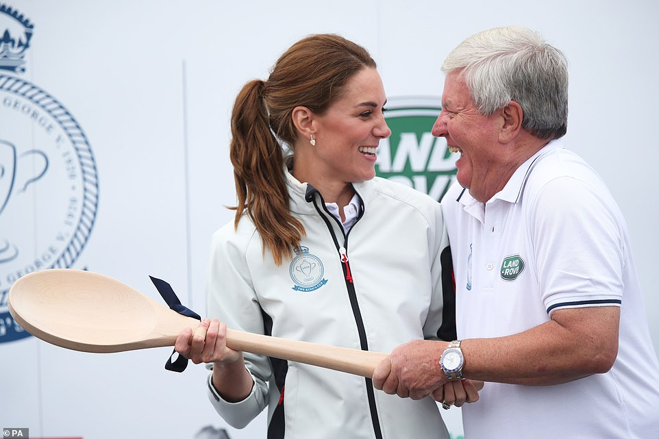 Принц Уильям и Кейт Миддлтон стали участниками парусной регаты The King's Cup