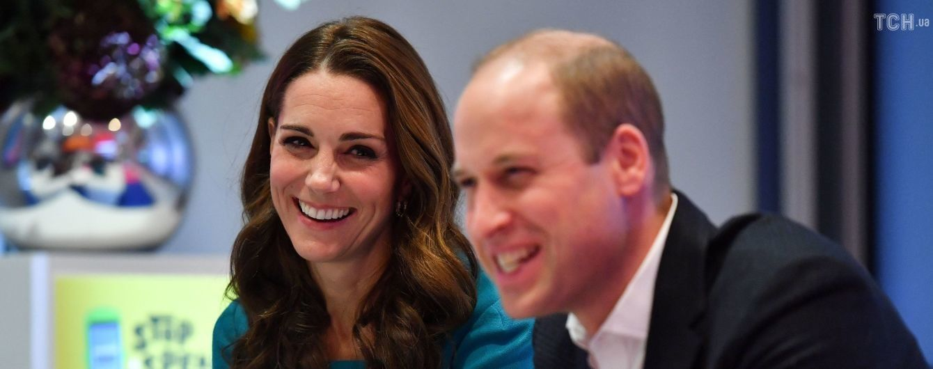 На фоне Гарри и Меган – принц Уильям и Кейт Миддлтон полетели в Шотландию бюджетным рейсом