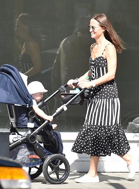 Журналистам удалось сфотографировать сына Пиппы Миддлтон во время прогулки