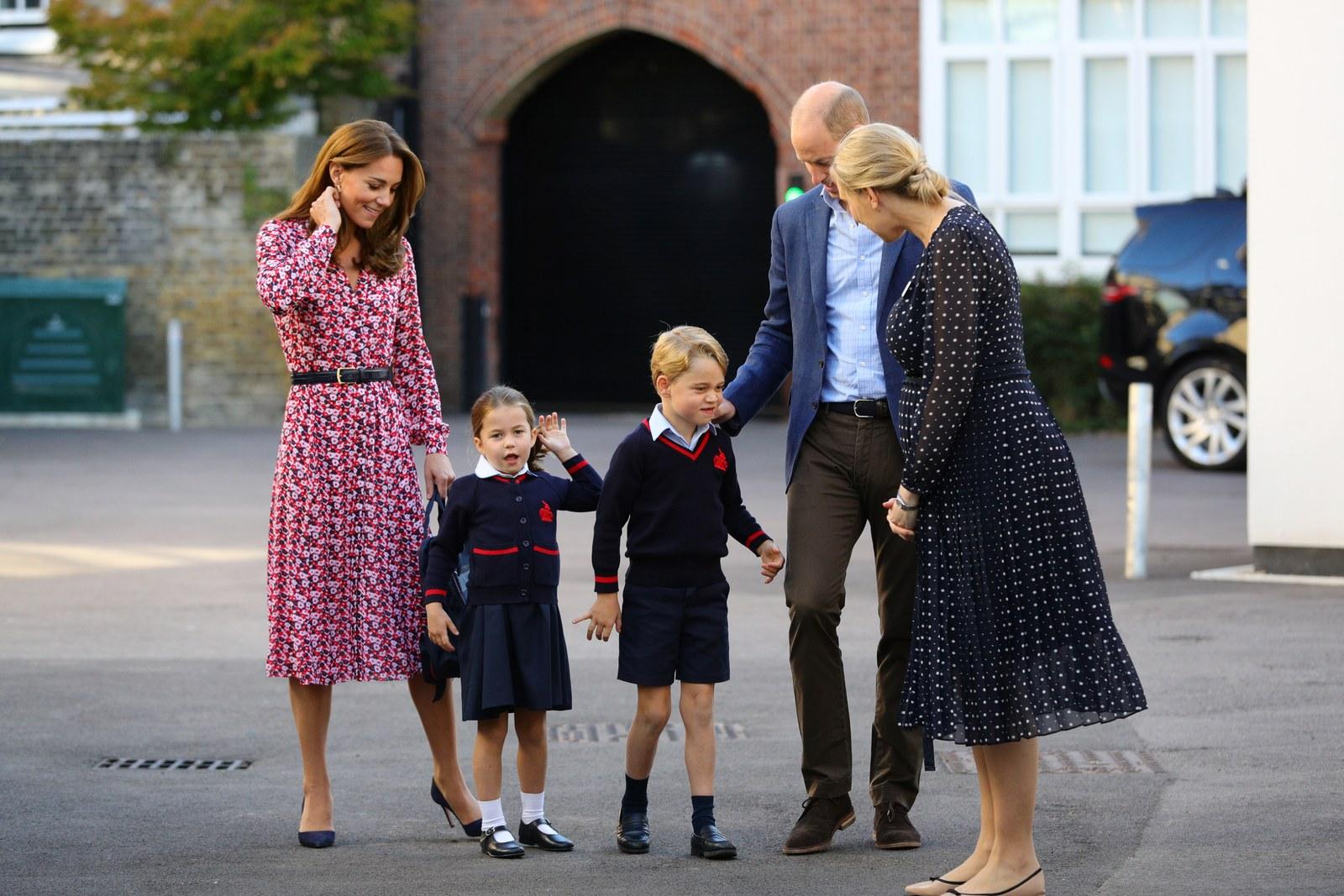 Принц Уильям и Кейт Миддлтон отвели Джорджа и Шарлотту в школу