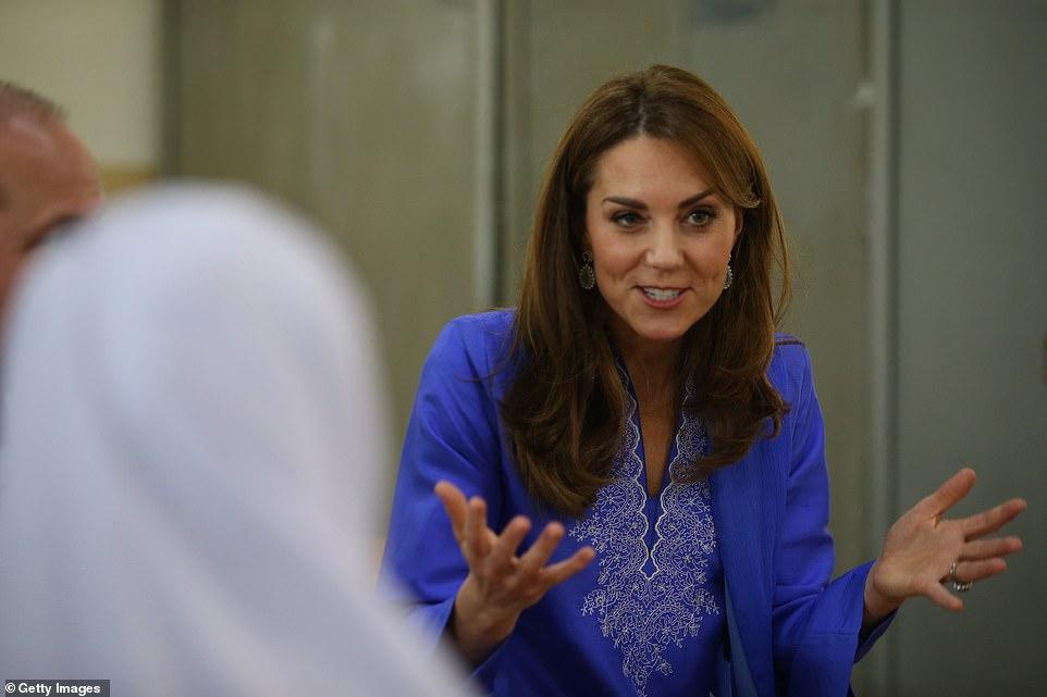 Принц Уильям и Кейт Миддлтон посетили женскую школу в Исламабаде