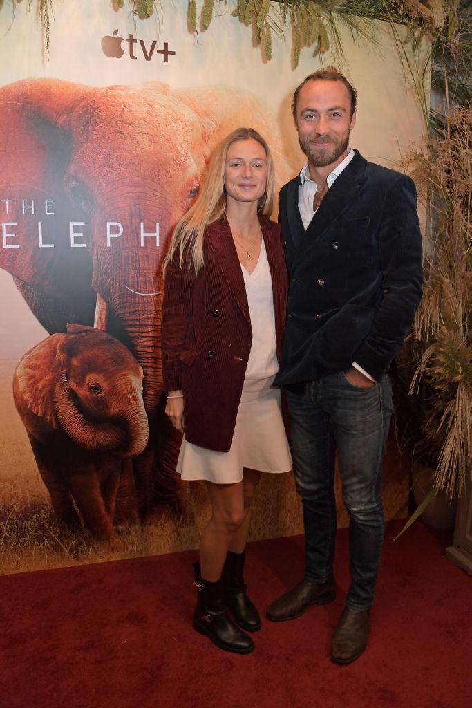 Джеймс Миддлтон и его невеста Ализе Тевене вместе прибыли на премьеру фильма «Королева слонов»