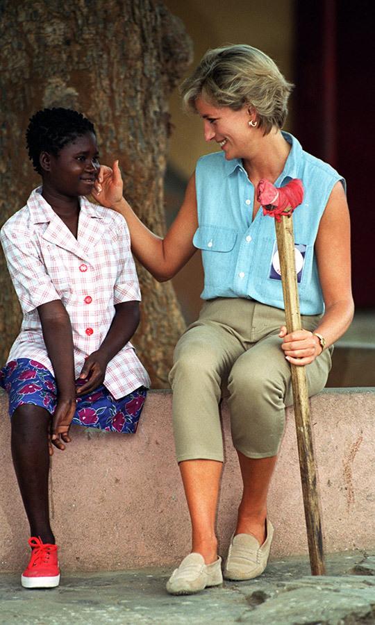 Принц Гарри встретился с африканкой, которая 22 года назад видела принцессу Диану