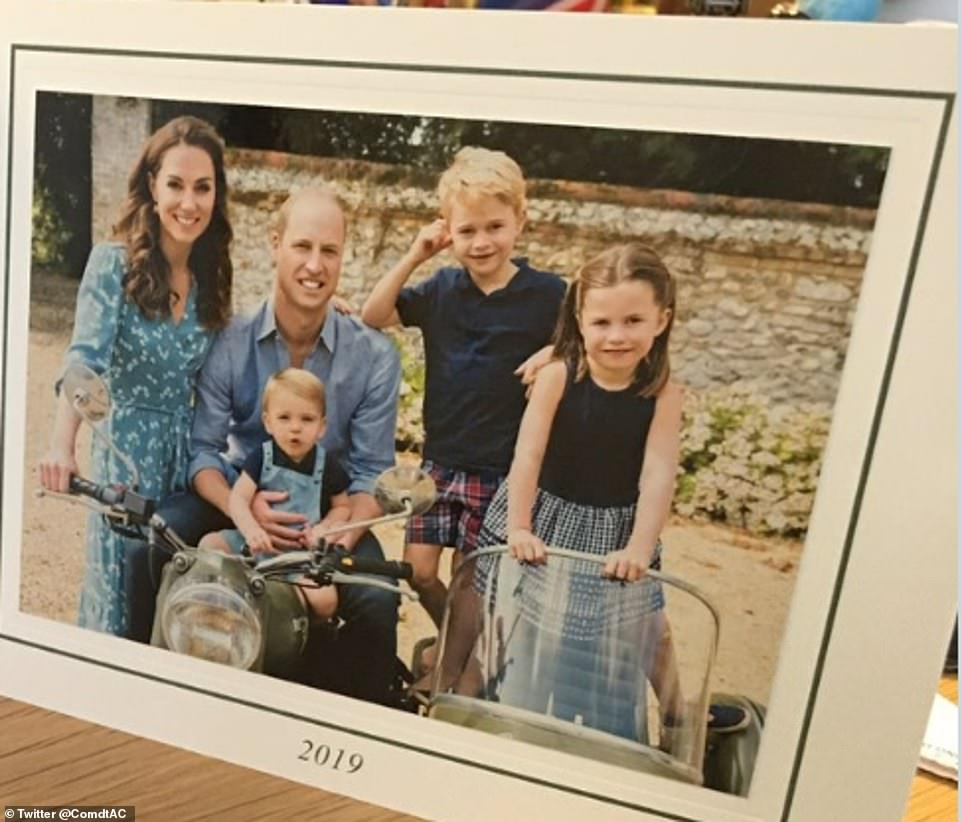 Рождественская открытка с принцем Уильямом, Кейт Миддлтон и детьми уже в сети