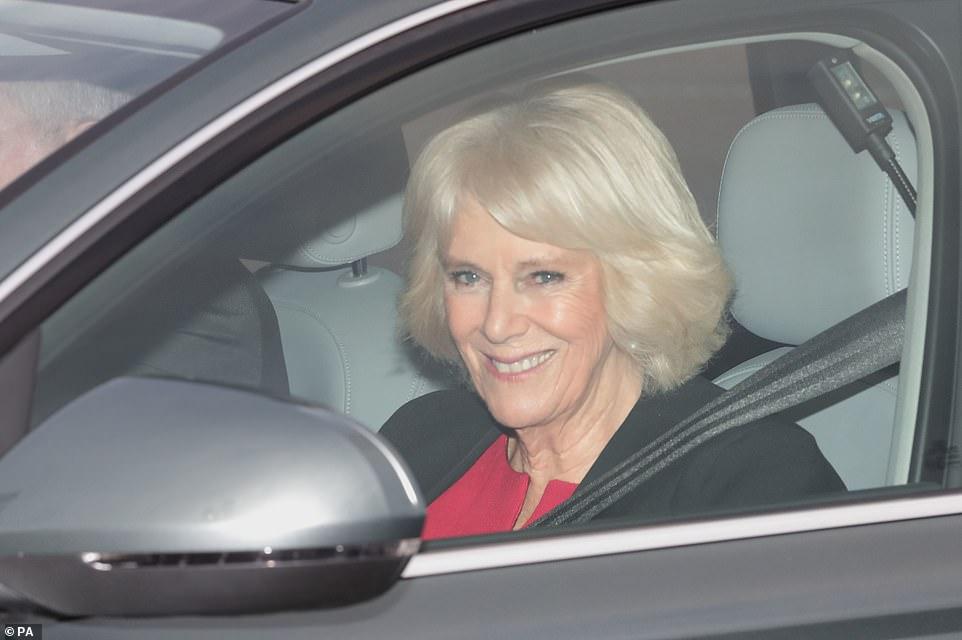 Принц Уильям, Кейт Миддлтон и другие прибыли на праздничный обед к Елизавете II