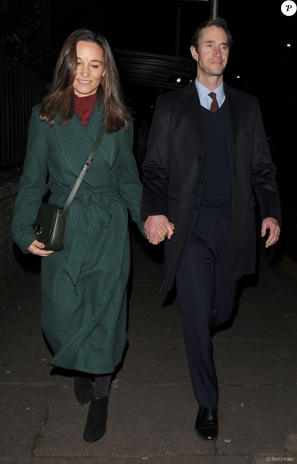Сестра и мама Кейт Миддлтон появились в свете в стильных нарядах