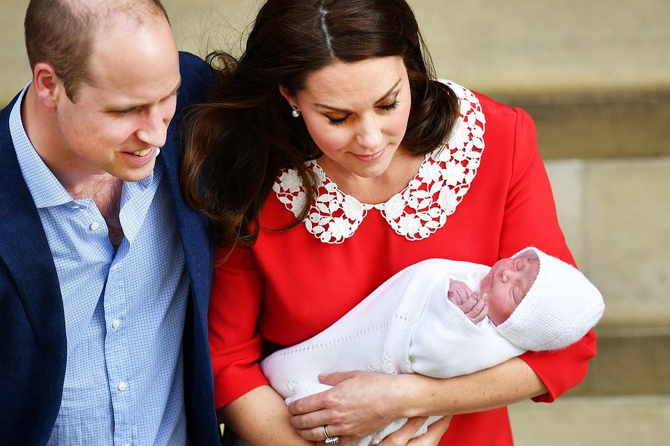 Кейт Миддлтон с принцем Луи заметили на прогулке