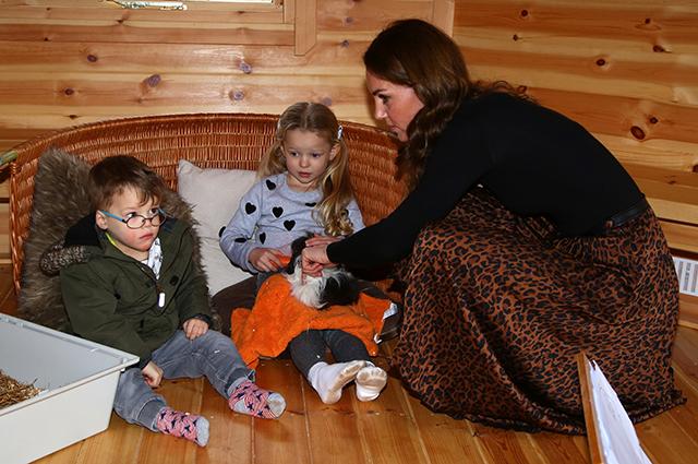 Новые фото и подробности визита Кейт Миддлтон в детский центр в Кардиффе