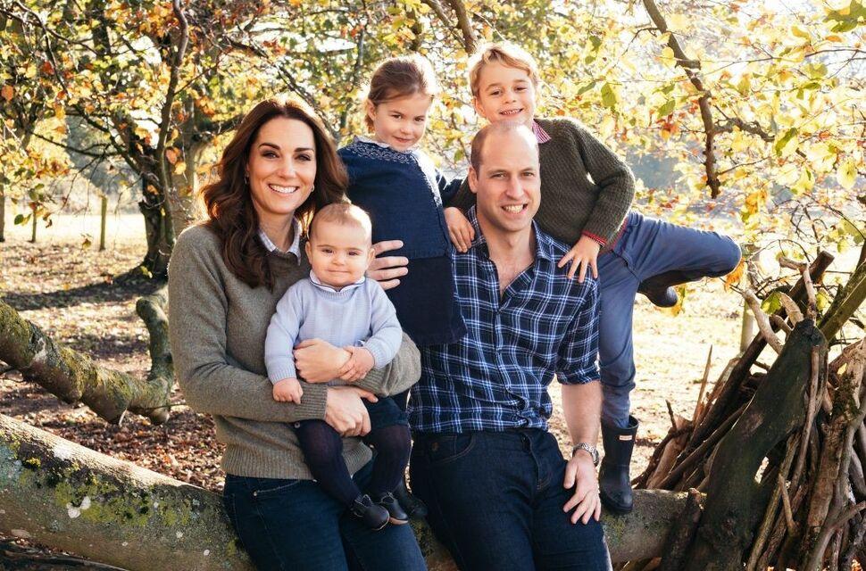 Принц Уильям и Кейт Миддлтон с детьми на ферме приняли роды у овечек