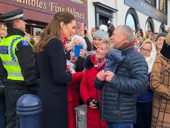 Принц Уильям и Кейт Миддлтон полакомились мороженым в уэльском кафе