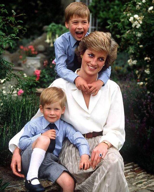 Кейт Миддлтон поделилась семейными фото в честь Дня матери