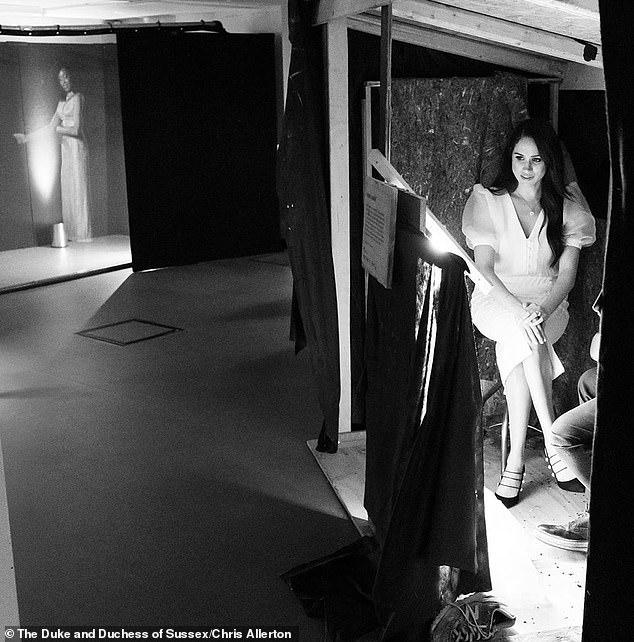Меган Маркл посетила Королевский национальный театр и школу в Дагенхеме