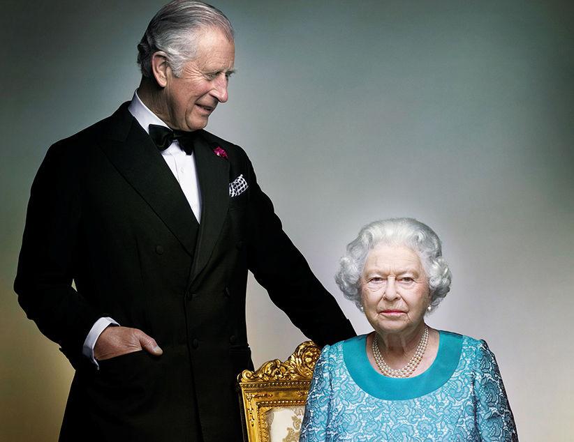 Елизавета II и принц Чарльз опубликовали архивные фотографии на День матери