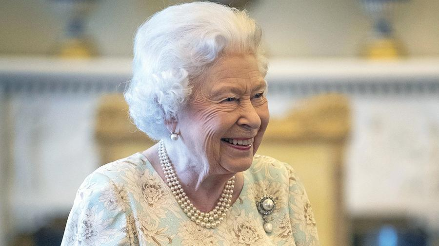 Елизавета II обратилась к народу в связи с пандемией коронавируса