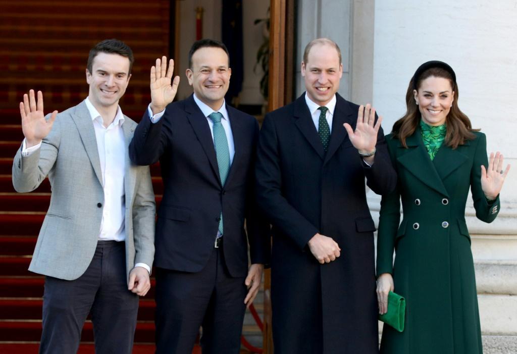 Принц Уильям нарушил королевский протокол во время тура по Ирландии