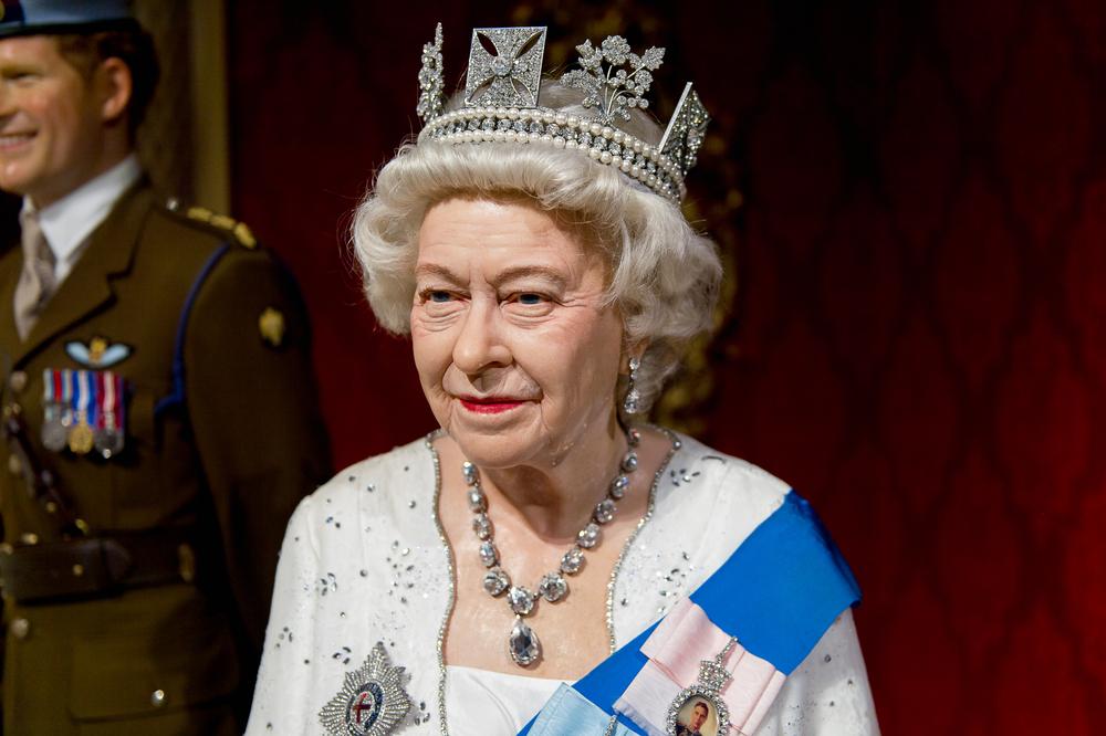 Елизавета II вернулась во Дворец несмотря на пандемию
