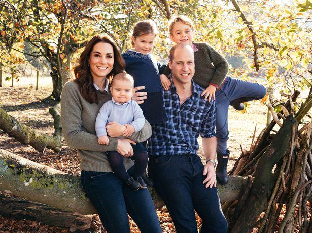 Елизавета II, принц Уильям и Кейт Миддлтон поздравили страну с Пасхой
