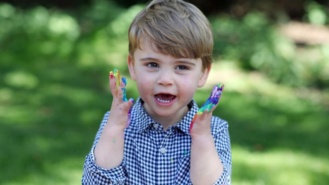 Новые праздничные фото принца Луи уже в сети