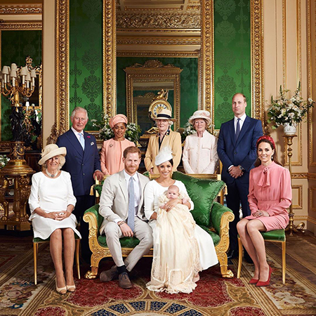 Принц Уильям, Кейт Миддлтон и другие члены королевской семьи поздравили сына Гарри и Меган Маркл