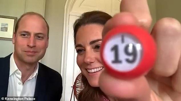 Принц Уильям и Кейт Миддлтон развлекли пожилых людей из дома престарелых игрой в лото