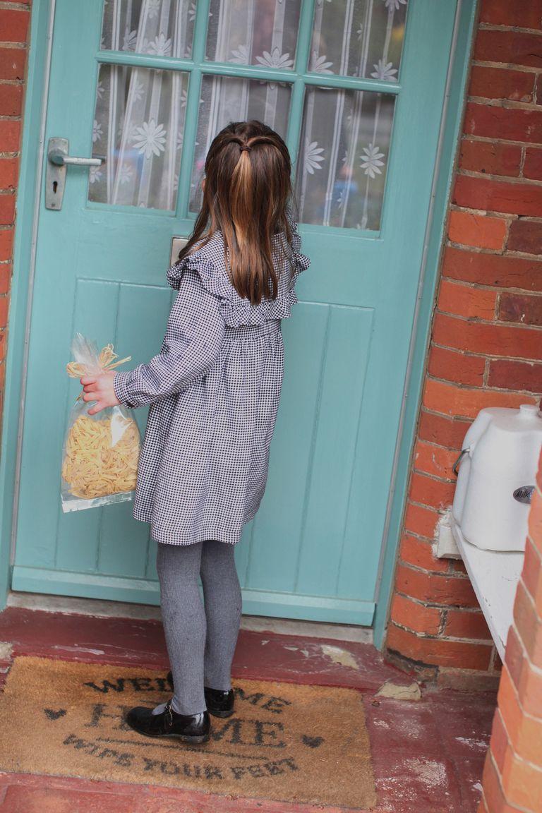 Кейт Миддлтон поделилась новыми фотографиями принцессы Шарлотты в ее день рождения