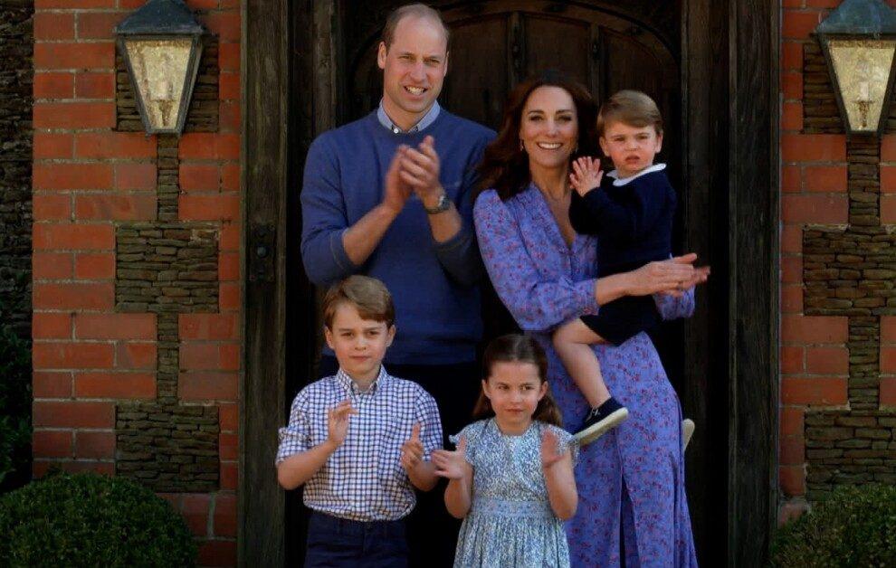 Принц Уильям и Кейт Миддлтон поделились новыми семейными фото