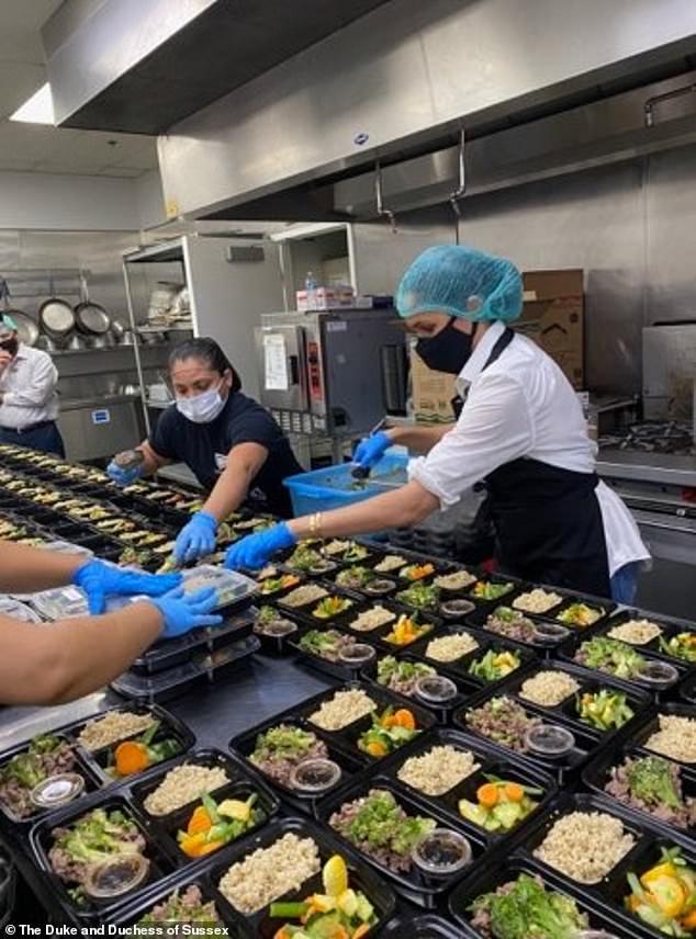 Принц Гарри и Меган Маркл приготовили еду в благотворительном фонде Homeboy Industries