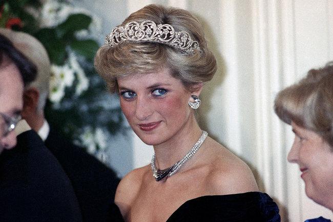 Пресса обвинила Меган Маркл в похищении драгоценностей принцессы Дианы