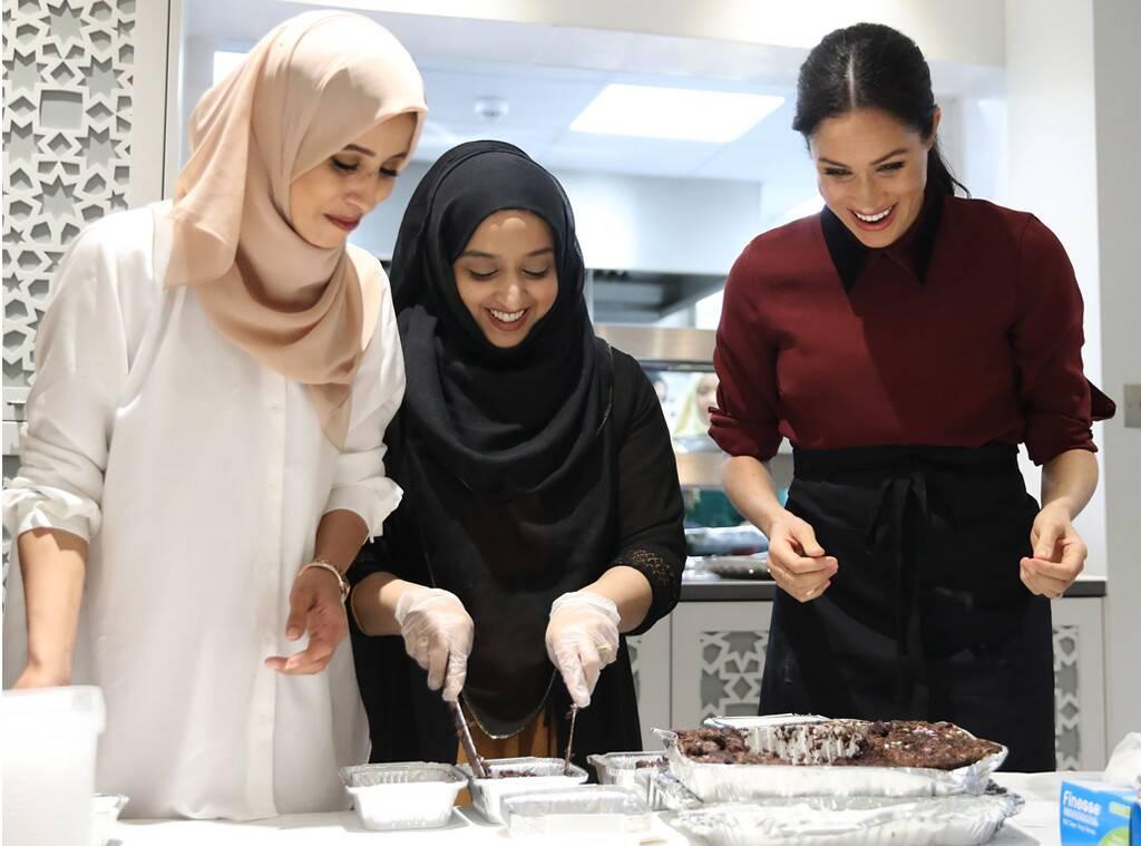 Меган Маркл восхитилась сотрудниками Hubb Community Kitchen в годовщину трагедии в Гренфелл-Тауэр