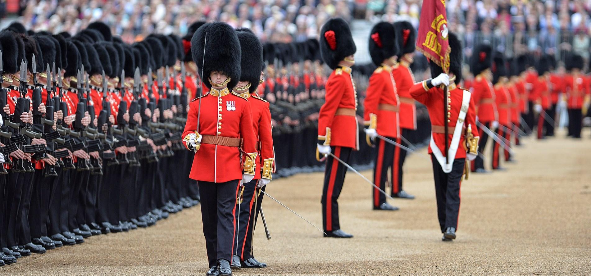 Парад Trooping the Colour в честь дня рождения Елизаветы II решили не отменять - но традиции будут нарушены