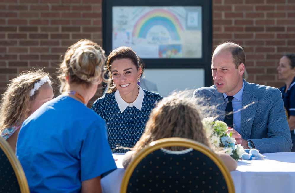 Как Кейт Миддлтон и принц Уильям отметили 72 годовщину Национальной службы здравоохранения Великобритании: визит в больницу