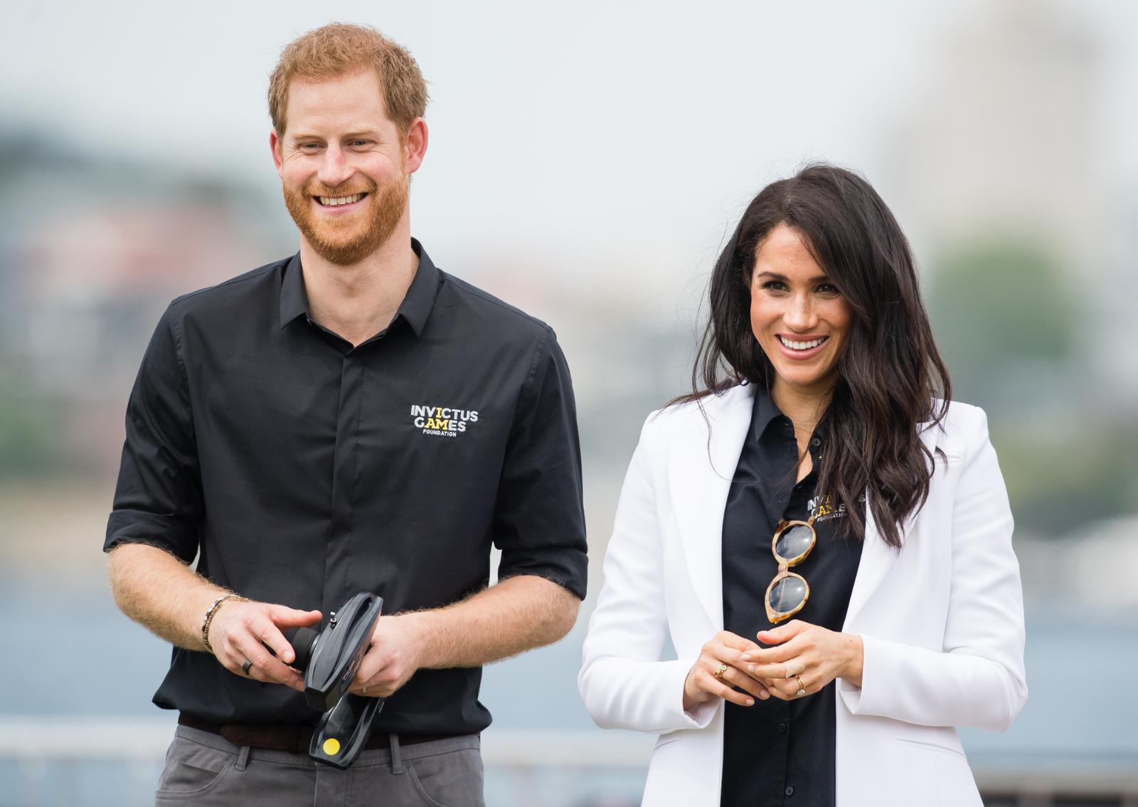 Новые соседи принца Гарри и Меган Маркл негодуют: чем Сассексы вызвали недовольство звёзд