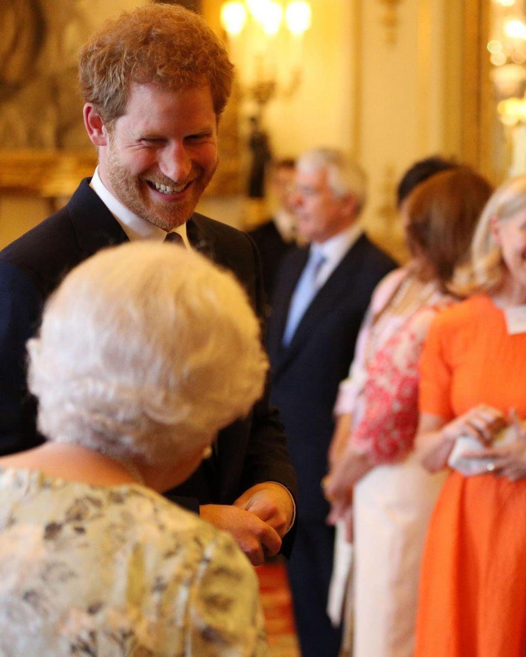 Как поздравили принца Гарри с днём рождения члены британской королевской семьи