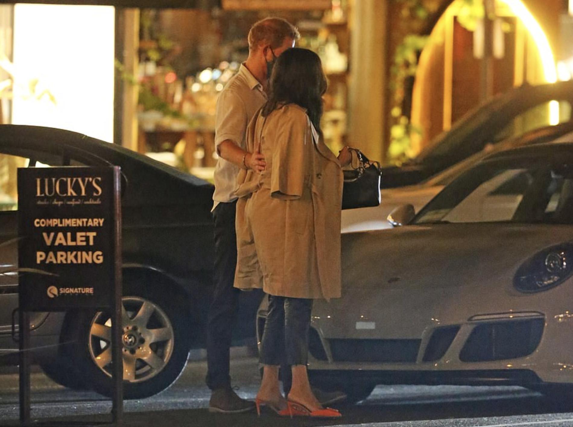 Принц Гарри и Меган Маркл встретились с друзьями в одном из дорогих ресторанов Монтесито
