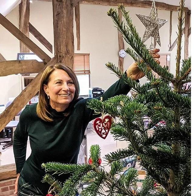 Кэрол Миддлтон рассказала, как в этом году будет с внуками наряжать рождественскую ёлку