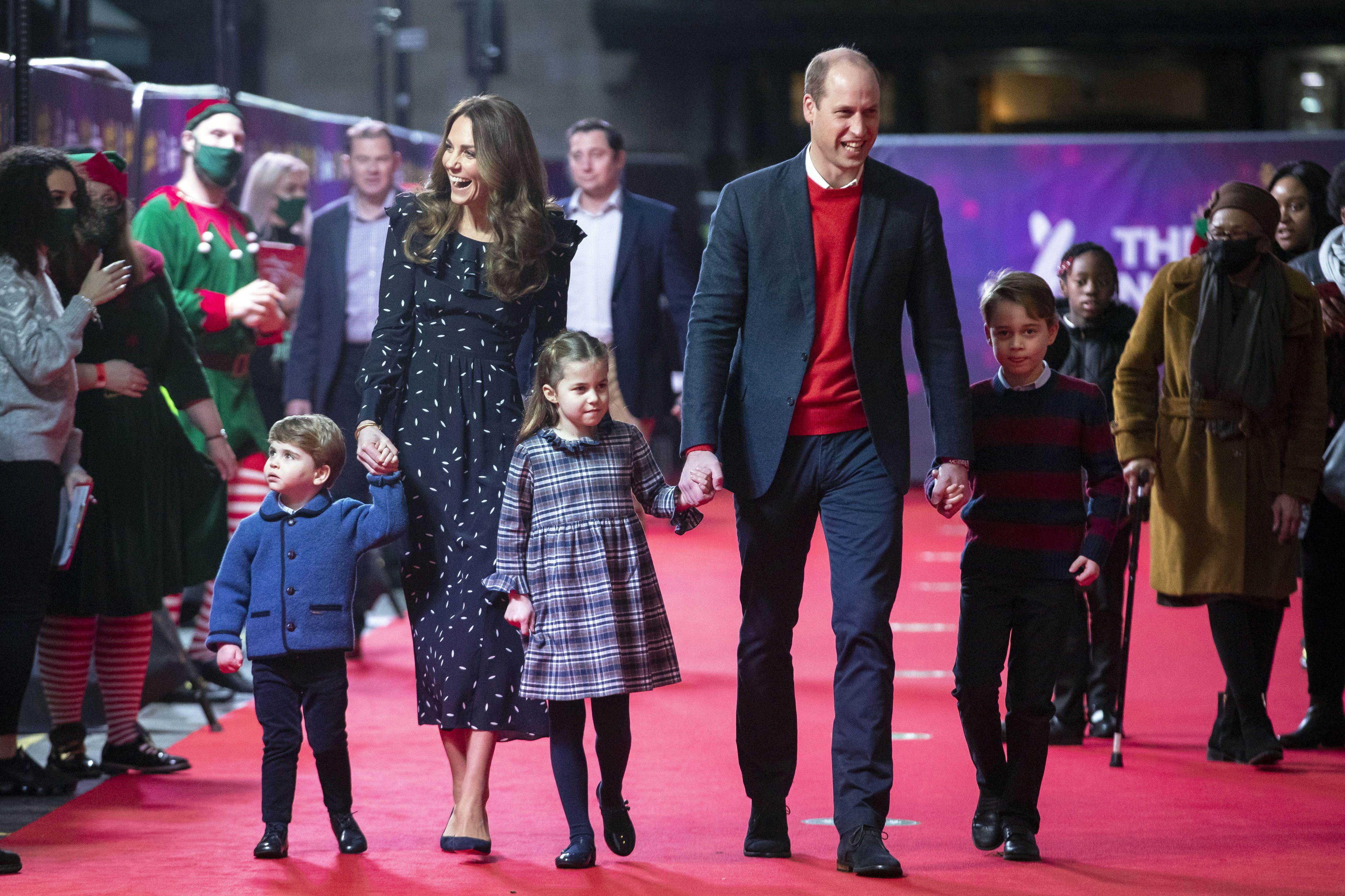 Герцоги Кембриджские и герцоги Сассекские: эксперт проанализировала, какая из пар романтичнее